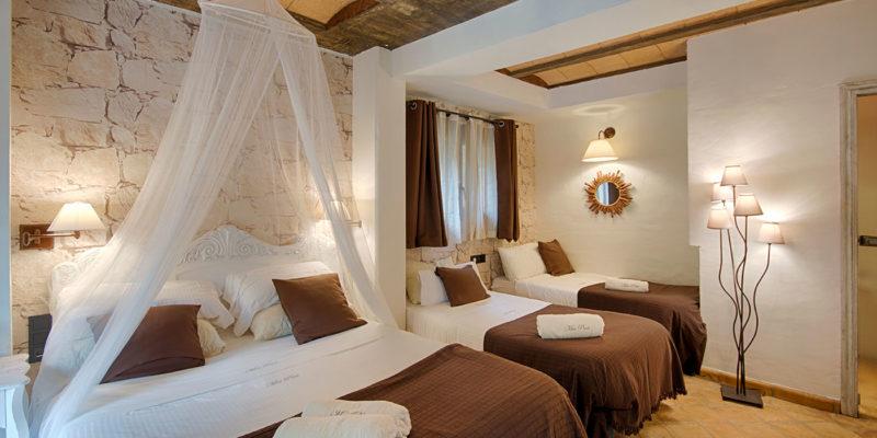 Habitación marrón Hotel Mas Prat